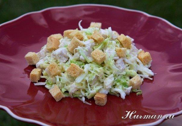 Салат из капусты с сыром и курицей с
