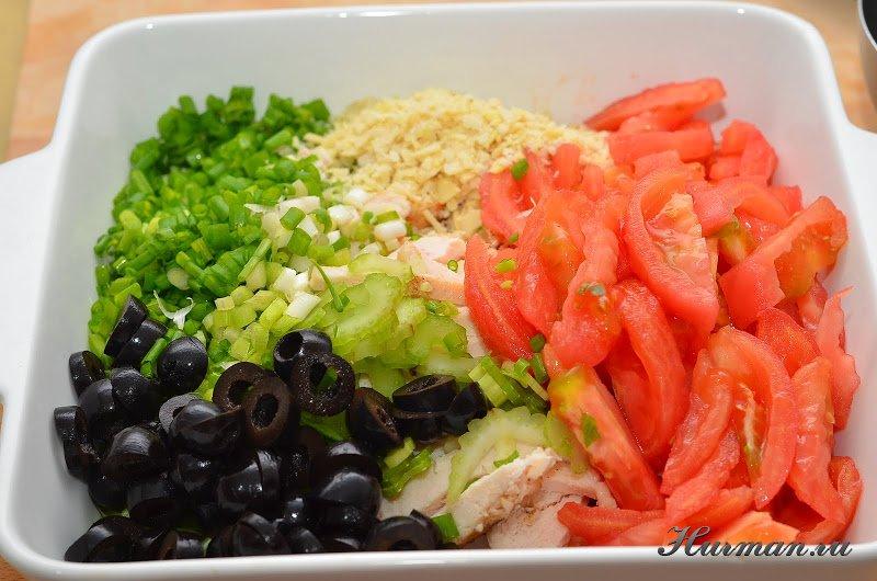 Салат из курицы и помидоров с